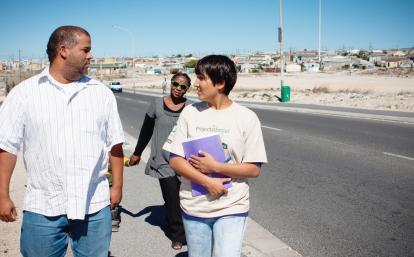 南アフリカ共和国の地元住民と国際開発インターン